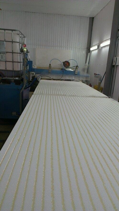 Нанесение клея на сип панели